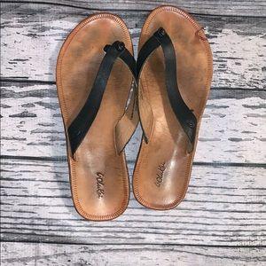 OluKia Black Leather Flip Flops Size 7